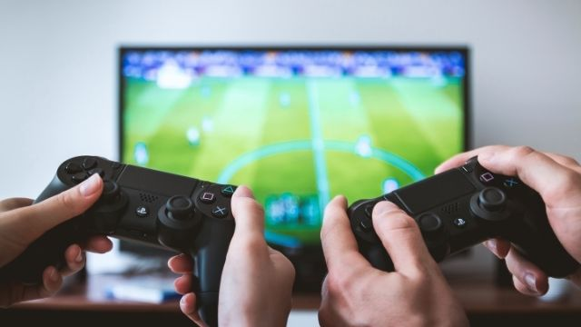 Simple Health Tips for Everyone Happy Living - Playing Video Games